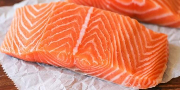 Can I give my cats salmon